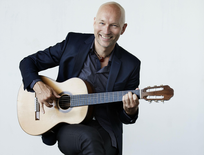 Mathias Valentino Persson spiller spansk guitar